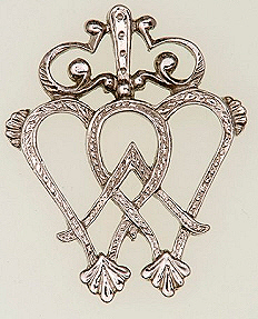 A Luckenbooth brooch